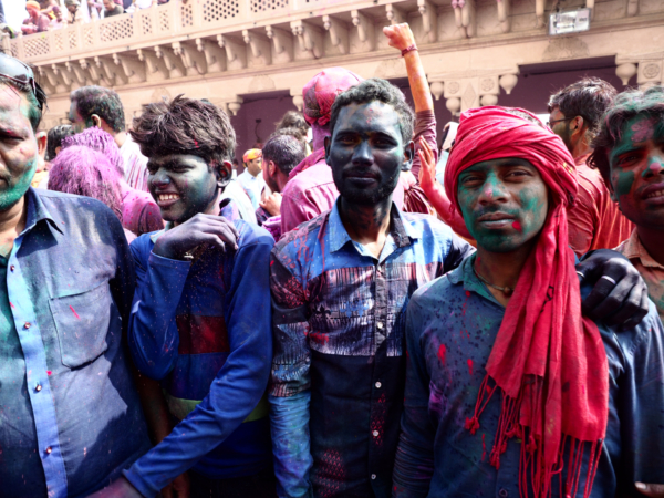 Viaje fotográfico festival holi, india. Photoplanet Viajes Fotográficos. hombres holi