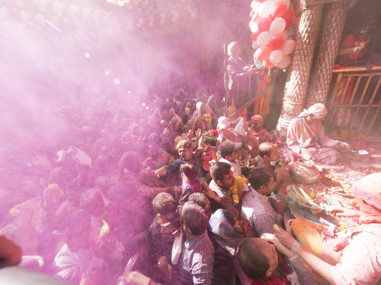 Viaje fotográfico festival holi, india. Photoplanet Viajes Fotográficos. gente holi, explosión color